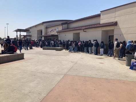 Students wait to grab their lunch from the school cafeteria. There are many places kids can get their food from around campus, helping to alleviate the long lines.