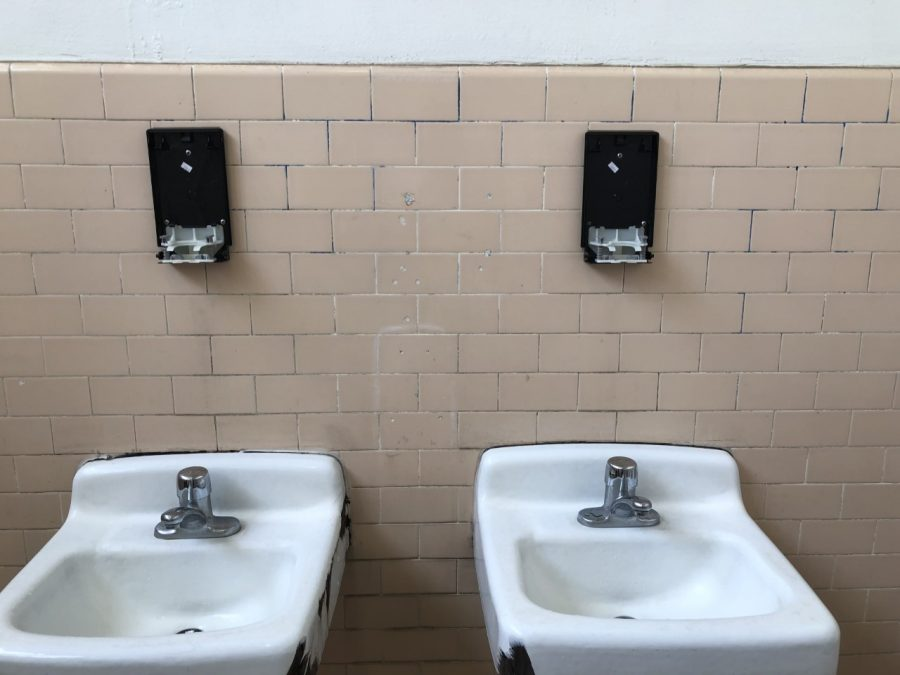 Missing+soap+dispensers+in+the+male+students+bathroom.+Photo+courtesy+of+Gerardo+Vasquez+B.